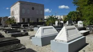 La synagogue historique de La Barbade, Nidhe Israel, à Bridgetown,  date de 1654, et est considérée comme l'une des plus anciennes de l'hémisphère occidental. (Crédit : Ze'ev Portner/The Times of Israel)