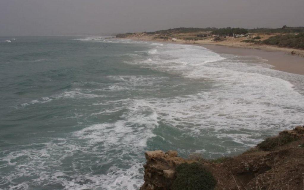 La côte de Palmachim (Crédit : Shmuel Bar-Am)
