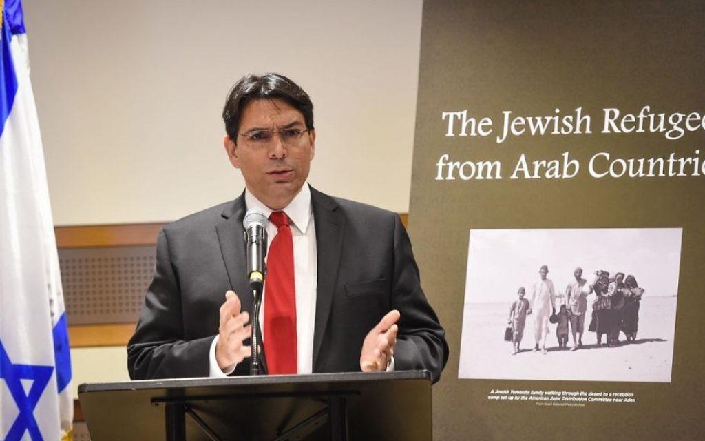L'ambassadeur israélien aux Nations unies, Danny Danon, pendant le discours d'ouverture lors d'un événement officiel à l'ONU pour commémorer les réfugiés juifs des pays arabes, le 1er décembre 2015 (Crédit : Shahar Azran)