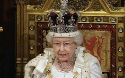 La reine Elisabeth II, le 8 septembre 2015 (Page Facebook The British Monarchy)