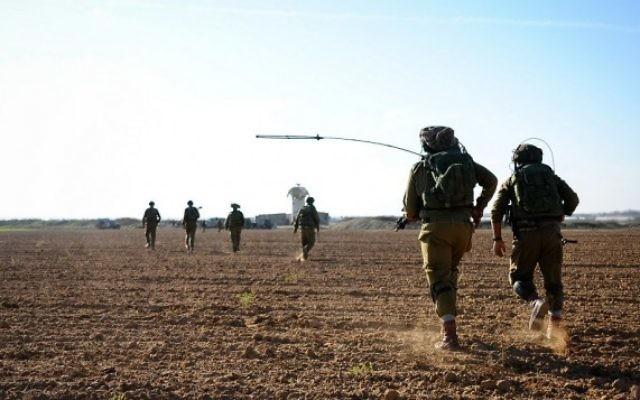 Archive. Un exercice de Tsahal près de la frontière de Gaza, le 19 novembre 2014. (Amit Shechter / Porte-parole de Tsahal  / Flickr)