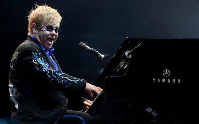 Sir Elton John à Tel Aviv le 17 juin 2010 (Crédit : Flash90)