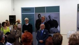 Jakob Finci prenant la parole  au vernissage de l'exposition d'Edward Serotta 'Survie à Sarajevo' (Photo: Autorisation de Almas Bavcic)