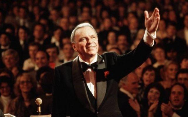 Frank Sinatra au Royal Albert Hall de Londres, le 1er septembre 1980. (Crédit : David Redfern / Redferns / Getty Images via JTA)