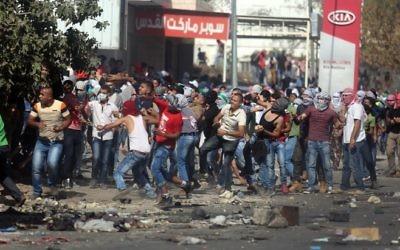 Le point de contrôle de Hawara, dans le sud de la ville de Naplouse en Cisjordanie, a été un point sensible pour la violence palestinienne, le 11 octobre 2015 (Crédit : FLASH90)