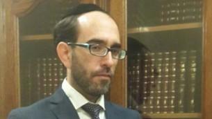 Itamar Touboul, le chef du service du statut personnel au Grand Rabbinat d'Israël, qui décide quels rabbins de diaspora sont qualifiés pour témoigner de la judéité des immigrants en Israël. (Crédit : JTA)