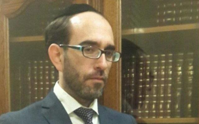 Itamar Tubul, le chef du service du statut personnel au Grand Rabbinat d'Israël, qui décide quels rabbins de diaspora sont qualifiés pour témoigner de la judéité des immigrants en Israël. (Crédit : JTA)