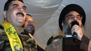 Le dirigeant libanais du Hezbollah, Hassan Nasrallah (droite) aux côtés de Samir Kuntar (gauche), à Beyrouth, le 16 juillet 2008. (Crédit : AFP/Mussa al-Husseini)