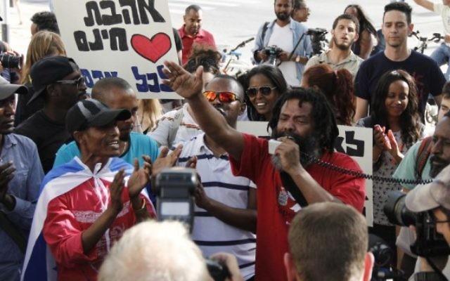 Illustration: Manifestation appellant à mettre fin à la discrimination contre les Israéliens d'origine éthiopienne, à Tel-Aviv le 18 mars 2015 (Photo: Judah Ari Gross / Times of Israel)