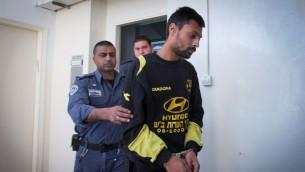 Eran Nagauker, 22 ans de Beer Sheva, au tribunal de Jérusalem le 6 avril 2015, quelques jours après que Niv Asraf ait été trouvé à Kiryat Arba, après avoir été faussement signalé comme disparu (Crédit photo: Miriam Alster / Flash90)