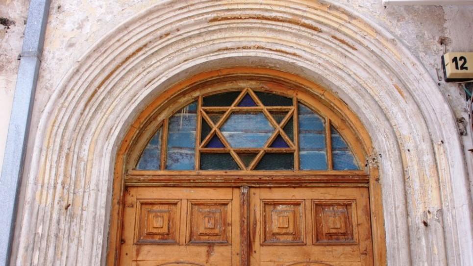 L'entrée du 12 Nahalat Binyamin (Crédit : Shmuel Bar-Am)