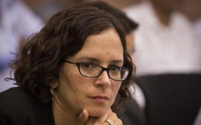La députée Rachel Azaria du parti Koulanou lors d'une séance d'une commission de la Knesset le 26 octobre 2015. (Crédit : Hadas Parush/Flash90)