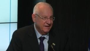 Le président Reuven Rivlin au Brookings Institutes à Washington, le 10 décembre 2015 (Crédit : Capture d'écran YouTube)