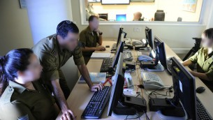 Roim Rachok aide les personnes autistes à intégrer l'armée israélienne et leur permet de servir à des positions clés (Crédit : courtoisie de l'armée israélienne)