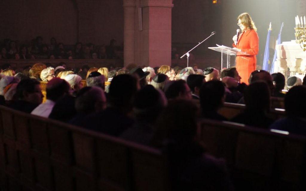 Aliza Bin-Noun au concert à la synagogue de la Victoire dédié aux victimes des attentats de l'Hyper Cacher de Vincennes, le 9 janvier dernier - 9 décembre 201( (Crédit : Eva Tapiero/Times of Israel)