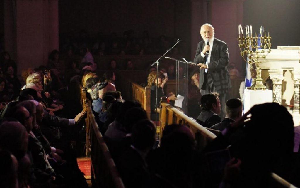 Le grand Rabbin de France Gilles Bernheim au concert à la synagogue de la Victoire dédié aux victimes des attentats de l'Hyper Cacher de Vincennes, le 9 janvier dernier - 9 décembre 201( (Crédit : Eva Tapiero/Times of Israel)