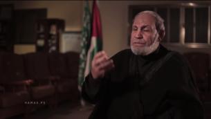 Le cofandateur du Hamas Mahmoud al-Zahar donne une interview à l'occasion du 28ème anniversaire du l'organisation terroriste le 14 décembre 2015. (Crédit : capture d'écran YouTube)