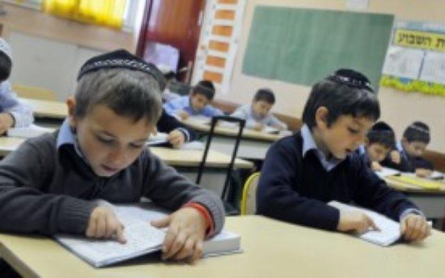 Photo d'illustration. Des enfants orthodoxes dans une école religieuse de Sarcelles, France. (Crédit : Serge Attal/Flash90)