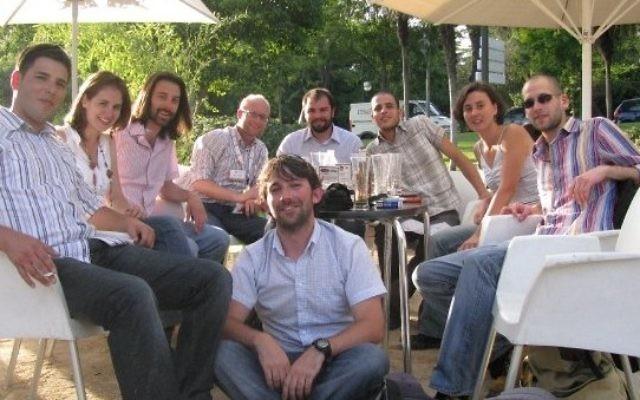"""Les étudiants de l'université Ariel à Madrid pendant la compétition """"Solar Decathlon"""" en 2010. (Crédit : autorisation de l'université Ariel)"""