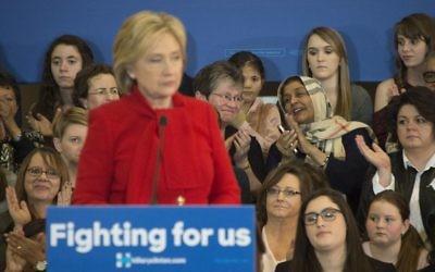 La candidate démocrate Hillary Clinton lors d'un rassemblement de campagne à North Liberty, dans l'Iowa le 24 janvier 2016 (Crédit : AFP / JIM WATSON)
