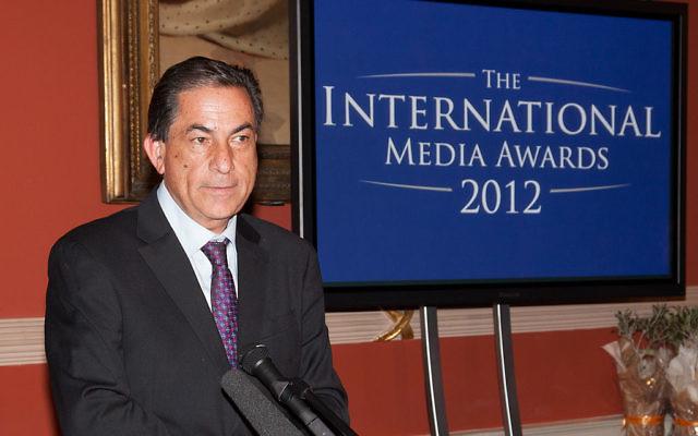 Gideon Levy accepter son prix à la cérémonie des médias internationaux le 5 mai 2012 (Crédit : Bvyas10/CC-A SA 3.0)