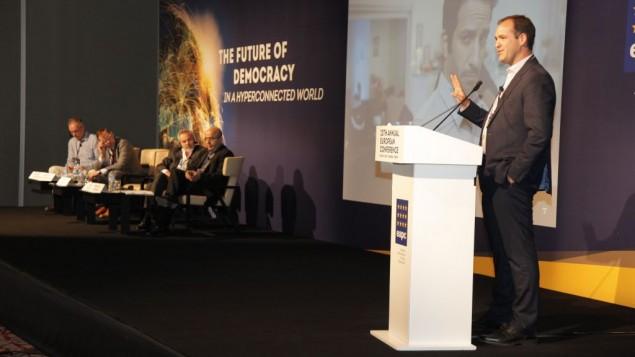 Aron Shaviv, stratège politique international, à la20ème conférence annuelle de l'association européenne des consultants politiques (EAPC) à Istanbul, en mai 2015. (Crédit : autorisation)