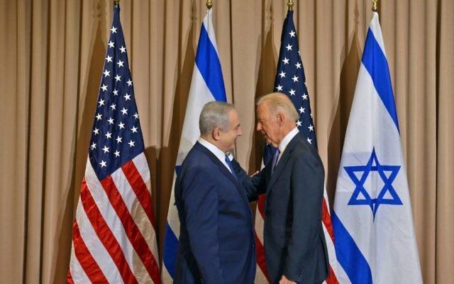 Le Premier ministre Benjamin Netanyahu et le vice-président américain Joe Biden à Davos, en Suisse, le 21 Janvier 2016 . (Crédit : Haim Zach/GPO)