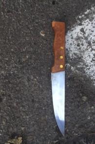 Le couteau utilisé dans l'attaque à l'extérieur de la gare routière centrale de Jérusalem le 27 décembre 2015. (Crédit : police israélienne)