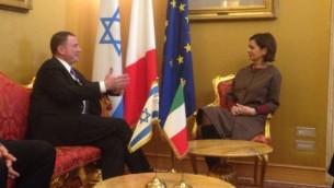 Le président de la Knesset Yuli Edelstein et la présidente de la chambre des députés italienne, Laura Boldrini, à Rome, en janvier 2016. (Crédit : porte-parole de la Knesset)