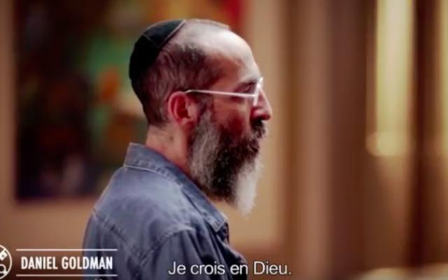 """""""Je crois en Dieu"""", prononcé par un rabbin dans la vidéo diffusée par le pape pour renforcer le dialogue inter-religieux (Crédit : Capture d'écran YouTube)"""