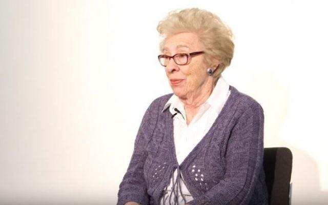 Eva Schloss, survivante de l'Holocauste et demi-sœur d'Anne Frank. (Crédit : capture d'écran YouTube/Jewish Museum London)