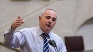 Le ministre de l'Énergie Yuval Steinitz pendant une session de la Knesset le 7 septembre 2015 (Crédit : Yonatan Sindel / Flash90)