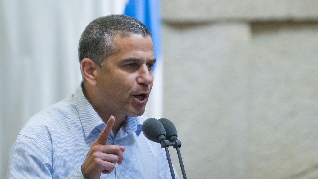 Yinon Magal, alors député de HaBayit HaYehudi,  à la Knesset, le 24 novembre 2015. (Crédit : Yonatan Sindel/Flash90)