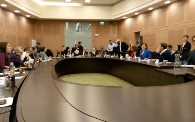 Intervention à la Knesset du président de l'EFI Yankel Gabet, le 11 janvier 2016 (Crédit : autorisation Yankel Gabet)