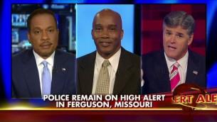 Le commentateur politique conservateur Kevin Jackson, au centre, invité régulier de Fox News (autorisation)