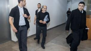 Mohammed Milhem, le père de Nashat Milhem, à la cour de Haïfa après sa libération, le 10 janvier 2016. (Crédit : Basel Awidat/Flash90)