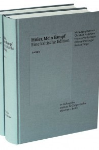 """L'institut d'histoire contemporaine de Munich republie """"Mein Kampf"""", dans une version massivement annotée en deux volumes, le 8 janvier 2016. (Crédit : autorisation)"""