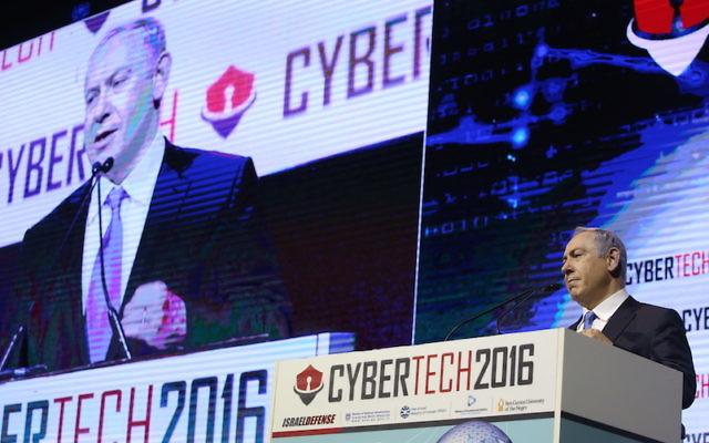 Le Premier ministre Benjamin Netanyahu à la conférence CyberTech en janvier 2016 (Crédit : autorisation)