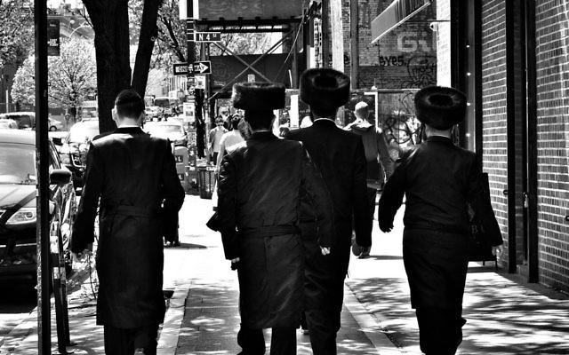 Des juifs hassidiques Satmar à Brooklyn. (Crédit : CC BY 2.0/Flickr/Gerald Rich)