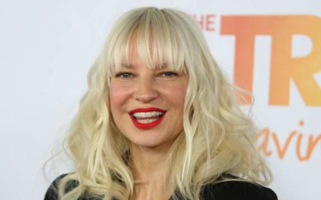 La pop star australienne, Sia, s'est engagé à donner un concert à Tel Aviv ce printemps (Crédit : Autorisation Sia Lovers / CC BY-SA 4.0)