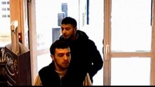 Salah Abdeslam, suspecté d'être impliqué dans les attentats du 13 novembre 2015 à Paris, avec son ami Hamza Attou, dans une station service à 9h45 le 14 novembre, près de la frontière franco-belge. (Crédit : capture d'écran BFM)