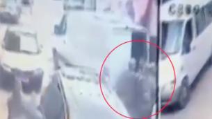 Un suspect de l'affaire Milhem est arrêté à Bartaa, Wadi Ara, le 10 janvier 2015. (Crédit : capture d'écran Dixième chaîne)
