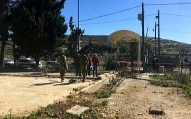 La scène de l'attaque près de l'implantation de Beit El en Cisjordanie le dimanche 31 Janvier 2016 (Capture d'écran : Deuxième chaîne)