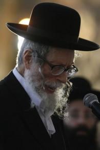 Le rabbin Eliezer Berland, l'un des dirigeants du mouvement hassidique Breslev, participant à une prière de masse au mur Occidental, à Jérusalem le 25 janvier 2012 (Crédit photo:Uri Lenz / Flash90)