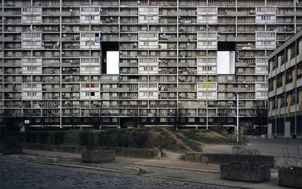 La cité des 4 000, à La Courneuve, a été nommée ainsi après l'arrivée de juifs en 1962. (Crédit : Sayf/Flickr.com)