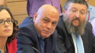 Le député du Meretz Issawi Frej, au centre (Crédit : Autorisation)