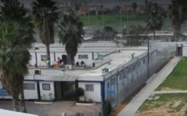Le complexe de la prison Maasiyahu à Ramle, près de Tel Aviv. (Crédit : autorisation du service des prisons en Israël)