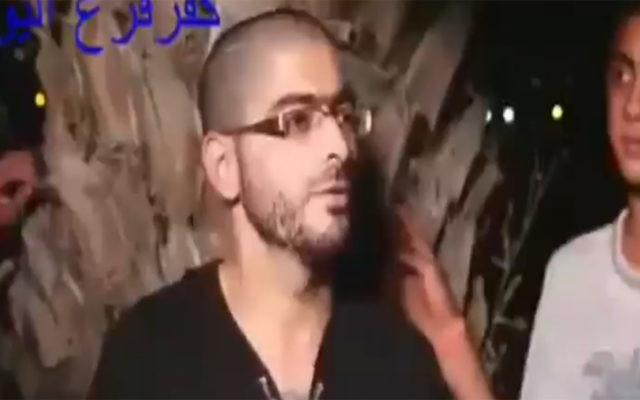 Nashat Milhem participe à un quiz pendant le Ramadan dans une nouvelle vidéo du tireur de Tel Aviv, diffusée en janvier 2016. (Capture d'écran : Deuxième chaîne)