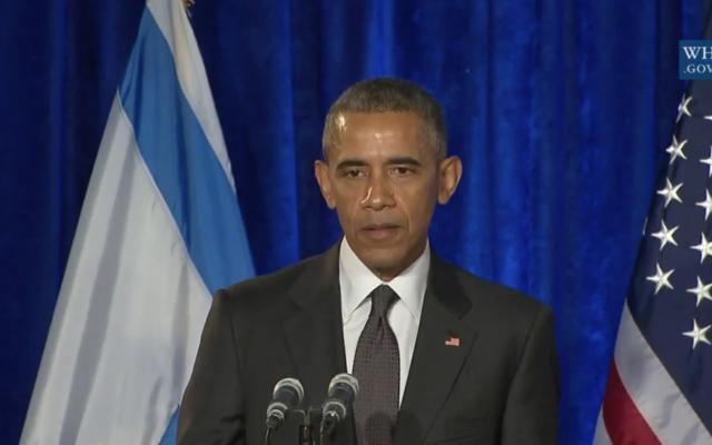 Le président Barack Obama pendant une cérémonie de commémoration de la Shoah à l'ambassade d'Israël à Washington, le 27 janvier 2016. (Crédit :: capture d'écran YouTube)
