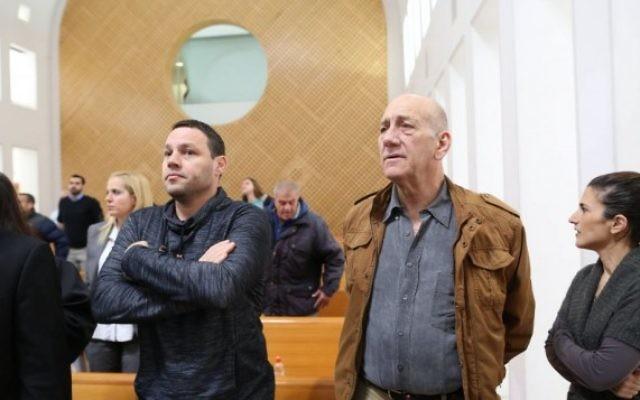 Ehud Olmert, ancien Premier ministre, devant la cour suprême, à Jérusalem, le 19 janvier 2016. (Crédit : Amit Shabi/Pool)
